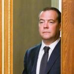 """<span class=""""response"""">За что правительство Медведева отправили в отставку</span><br/>"""